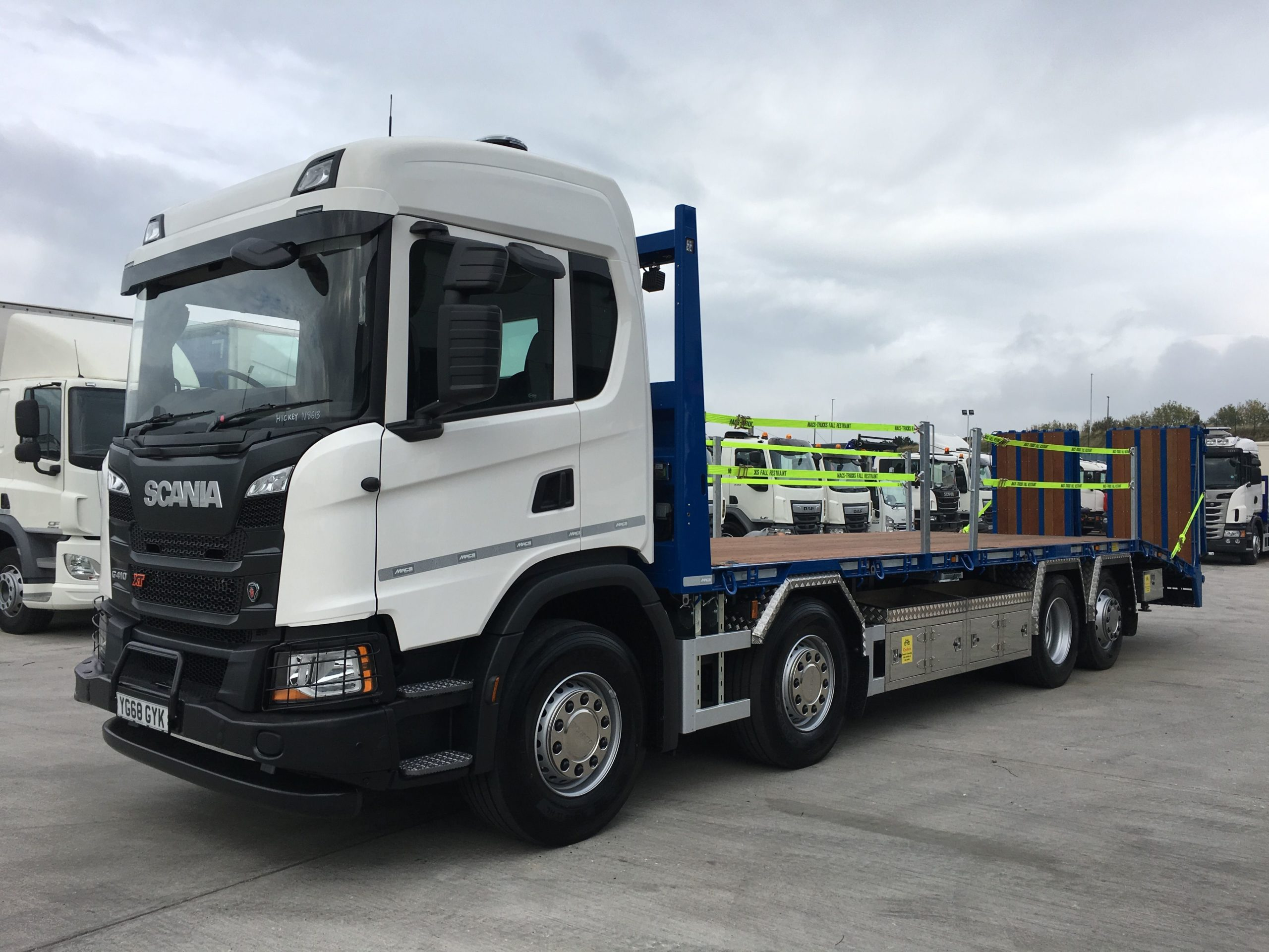 left hand side view of scania g410 rigid beavertail truck